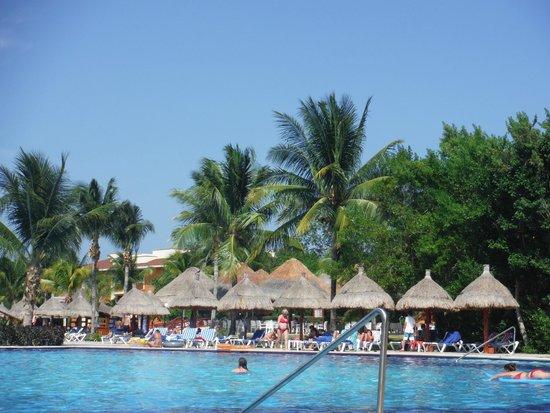 Grand Bahia Principe Coba : la piscine