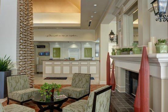 Hilton Garden Inn Tulsa Airport: Front Desk