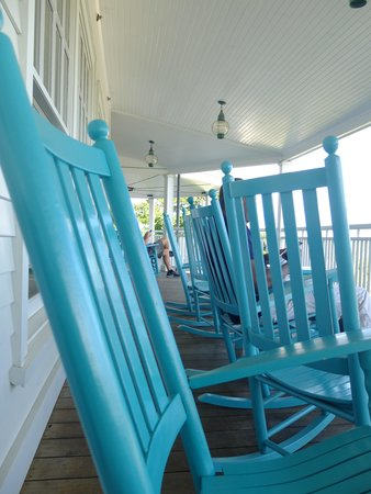 Harbor View Hotel: The porch of the hotel