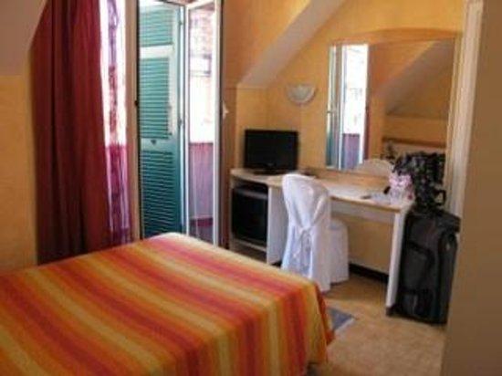 Hotel Agnello D'Oro : My 5th floor room, terrace is through the open door.