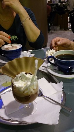 Olympia Einkaufszentrum: Pyszna kawa w Olimpiada Einkaufcentrum