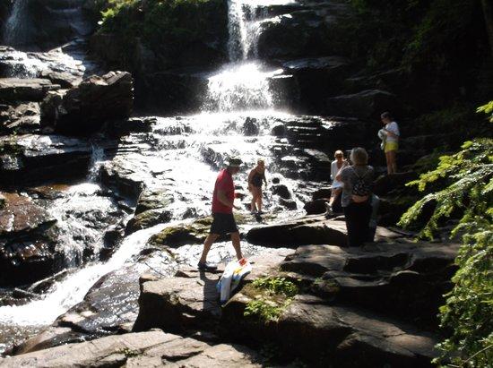 Shelving Rock Falls: The Falls