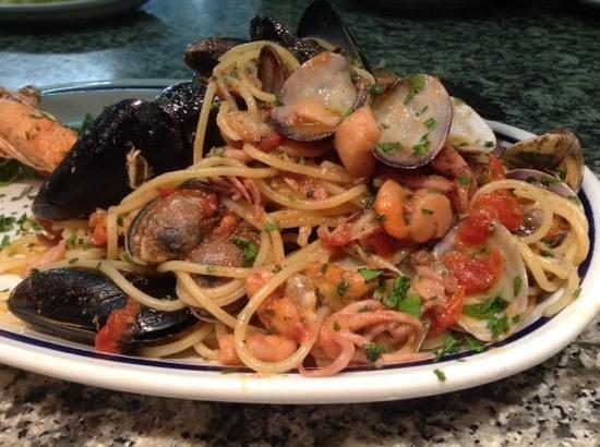 Al pino nero: Spaghetti allo scoglio