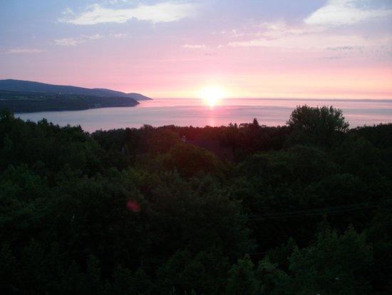 Auberge des Falaises : Un lever de soleil vu de notre chambre