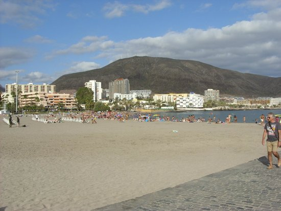 Los Cristianos Harbour : The beach next to the harbour