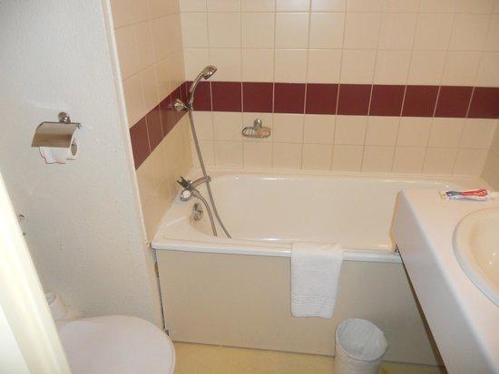 Abrial Hotel : banheiro