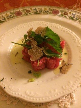Trattoria del Moretto : Battuta con scaglie di tartufo