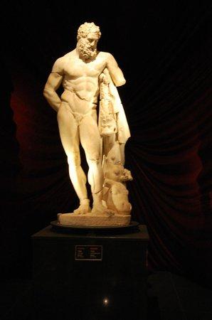 Antalya Muzesi : Statue at the Antalya Archaelogical Museum