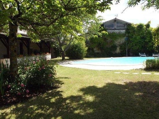 Domaine de Juliette : The pool area