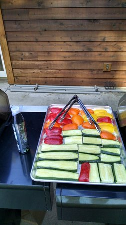 Arnold Black Bear Inn: Veggies ready for barbecue