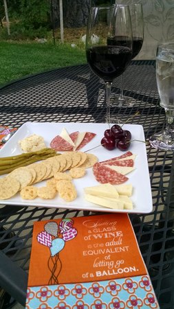 Arnold Black Bear Inn : Wine and cheese