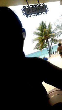 ClubHotel Riu Ocho Rios: beach bar settings