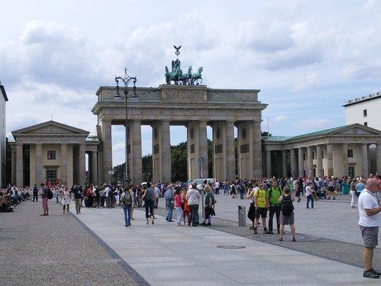 SANDEMANs NEW Europe - Berlin: Brandenburg gate