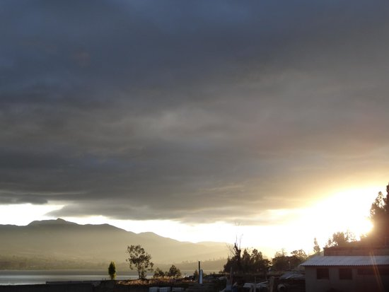 Casa de Luis : Sunset View of Lago San Pablo