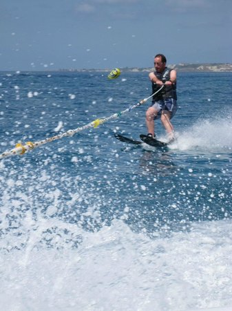 Makris Gialos Beach: Good watersports facilities