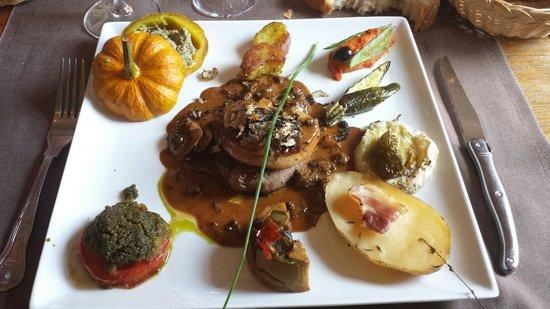 Auberge du Vieux Village: voici mon plat, un regal. filet de boeuf rossini