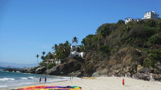 Hyatt Ziva Puerto Vallarta: Hills and villas Surrounding the private beach