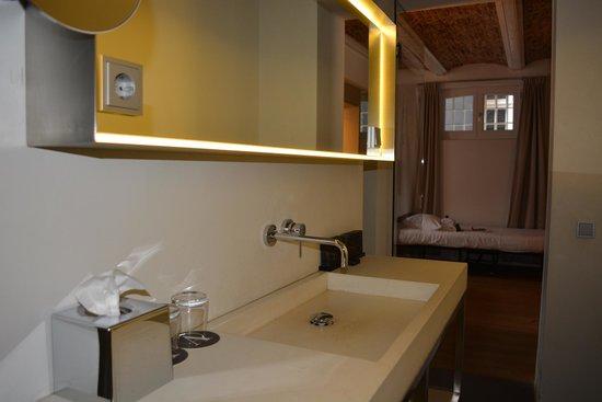 Het Arresthuis : Badkamer
