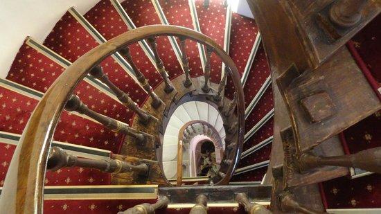 Konstantinoupolis Hotel: The beautiful staircase