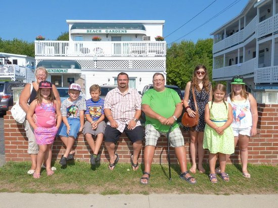 Beach Gardens Motel and Suites: my family and friends