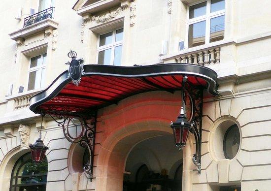 Le Royal Monceau-Raffles Paris: L'ENTREE