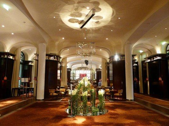 Le Royal Monceau-Raffles Paris: LE HALL