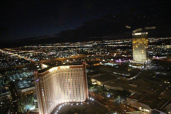 The Palazzo Resort Hotel Casino: Nite View from Room