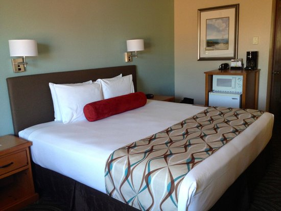 Old Town Inn: king size bed