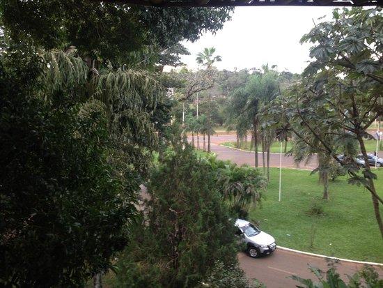 Exe Hotel Cataratas: Vista de mi habitación a la ruta
