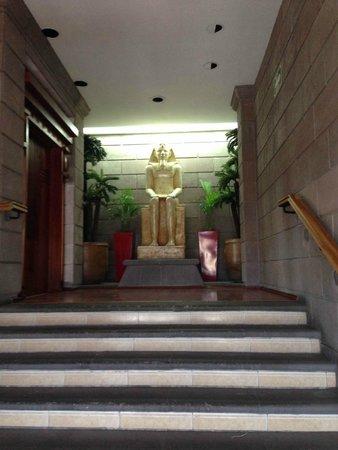 Hotel Real Plaza: Afuera de una habitación