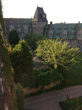 Fairmont Le Manoir Richelieu : Inner courtyard