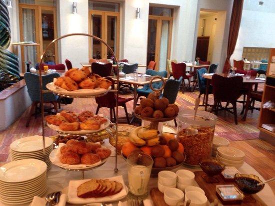 Hotel DeBrett: Breakfast!