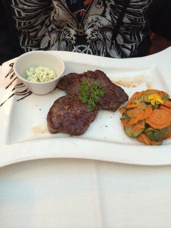 NH Geneva Airport: Garlic Steak and veggies