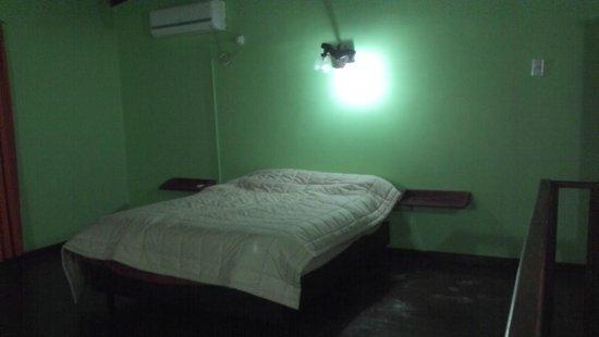 Terra Iguazu Apart Hotel: Cama muy cómoda y cobertor de buena calidad