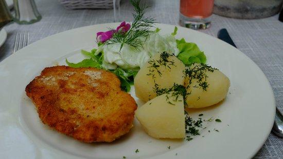 Polska Rozana : Chicken schnitzel dish