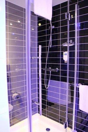 Holiday Inn Express Affoltern Am Albis: Bathroom