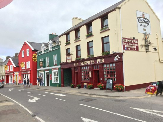 Murphy's B & B: As seen from the seaside of the road.