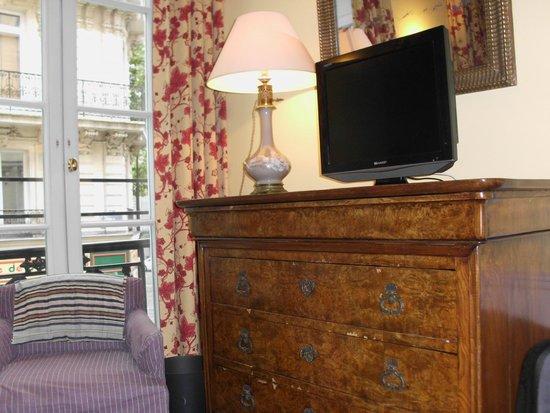 Hotel le Lavoisier: zicht op de commode