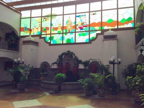 Arcada San Miguel: Vista al ventanal desde las habitaciones