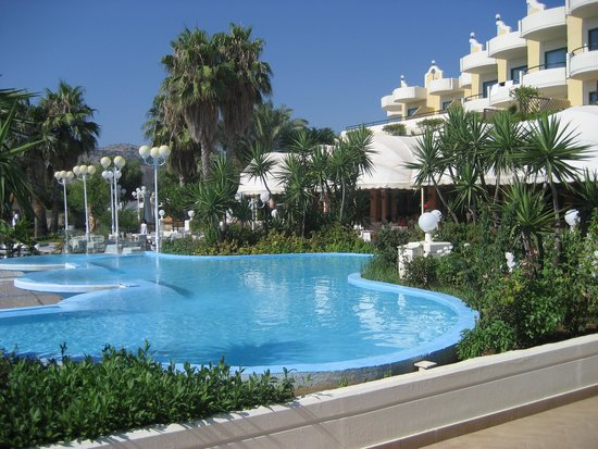 Atrium Palace Thalasso Spa Resort & Villas : beautiful grounds