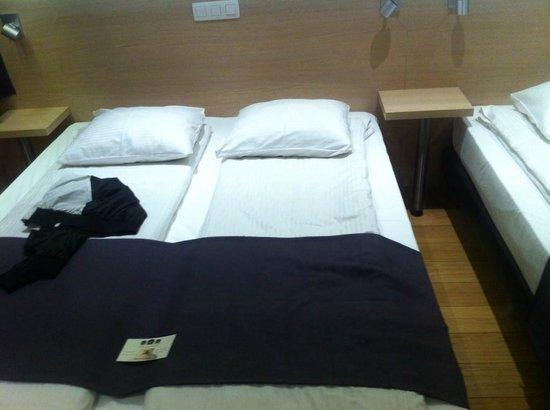 Univers Hotel & Brasserie : Chambre