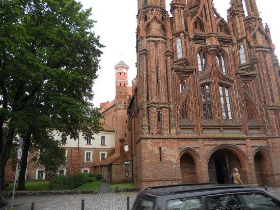 St. Anne's Church: particolare della facciata