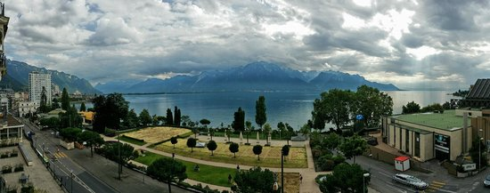 Fairmont Le Montreux Palace : View from room