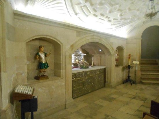 Catedral de Alcalá de Henares: Tumba de los Santos