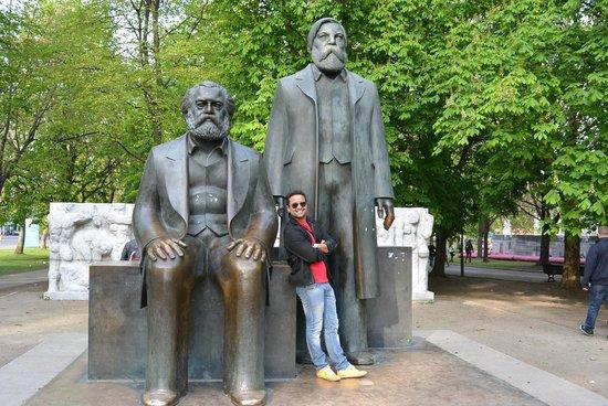 Marx-Engels-Forum: 01