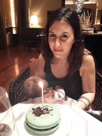 Gioia Restaurante & Terrazas: La torta que nos regalaron por su cumpleaños, SE PASARON