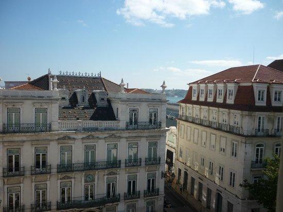 Lisbon Poets Hostel: Vista dall' ostello