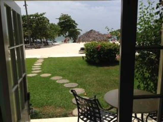 Sandals Montego Bay : Beachfront Honeymoon Walkout Palms Building