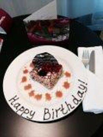 Crowne Plaza St. Petersburg Airport: My birthday cake!