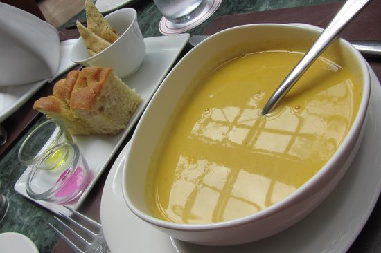 Thorn Tree Cafe : Carrot and fennel soup with focaccia